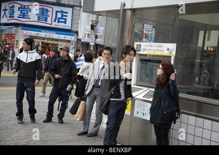 JAPAN Shibuya, Tokyo. Public smoking area in street. photo by Sean Spraqgue 2008 - Stock Photo