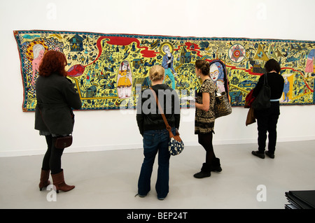 Frieze art fair 2009 Regents Park London. Victoria Miro Gallery. People looking at the Walthamstow tapestry by Grayson - Stock Photo