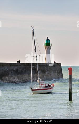 Lighthouse and sailing boat entering the harbour of Saint-Valery-en-Caux, Seine-Maritime, Haute-Normandie, Normandy, - Stock Photo