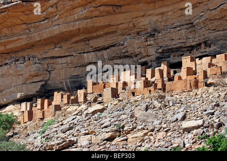Dwelling of the Tellem people on the Bandiagara escarpment above Telí village, Dogon Country, Mali, West Africa - Stock Photo