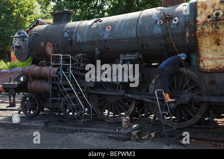 Engineers working on an old steam engine at Bridgnorth Station, Severn Valley Railway, Shropshire - Stock Photo