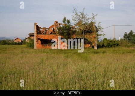 A war damaged Muslim building in the village of Kevljani, northwest Bosnia and Herzegovina. - Stock Photo