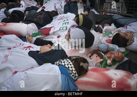 Gaza - 1000 dead and nothing said demonstration. Children lying on pavement at Downing St in protest against massacred - Stock Photo
