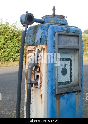 Old petrol pumpantiquated, - Stock Photo