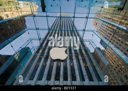apple store, 5th avenue, new york, usa - Stock Photo