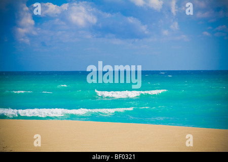 Stunning blue ocean at Miami beach. South beach, Miami, Florida, USA. - Stock Photo