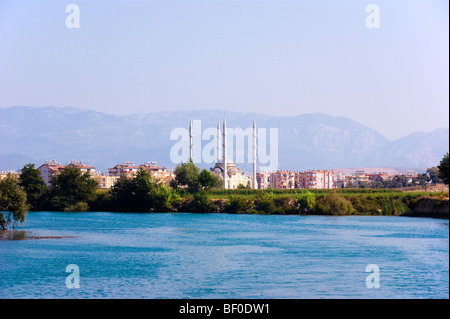 Mosque at Manavgat in southern Mediterranean Turkey with the Taurus mountains beyond - Stock Photo
