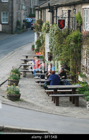 Red Lion public house Burnsall North Yorkshire - Stock Photo