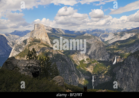 Yosemite National Park panoramic view on a sunny day - Stock Photo