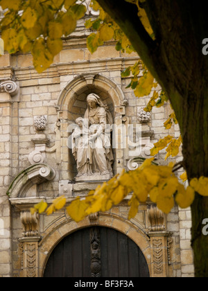 st Anna statue on the facade of a small chapel in the city centre of Brussels, Belgium - Stock Photo