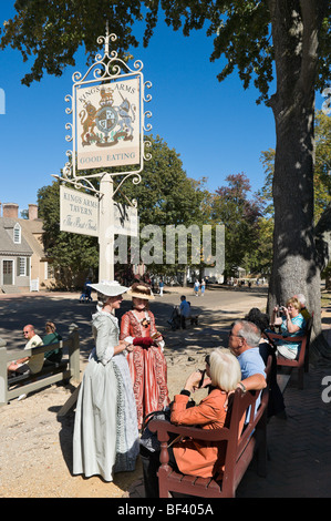 Costumed guides in front of the King's Arms Tavern on Duke of Gloucester Street, Colonial Williamsburg, Virginia, - Stock Photo