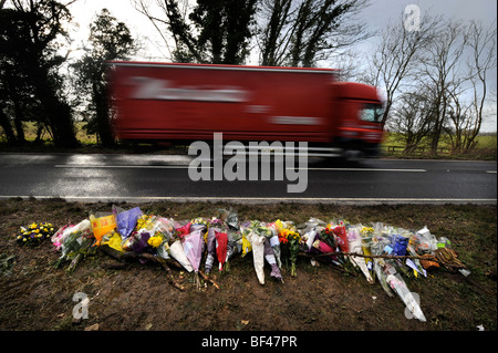 A roadside memorial on the A429 north of Stow-on-the-Wold, Gloucestershire where an accident on 7 March 2008 involving - Stock Photo