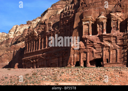 The Royal tombs, Petra, Southern Jordan. The Corinthian tomb, right and the larger Palace tomb, left . - Stock Photo