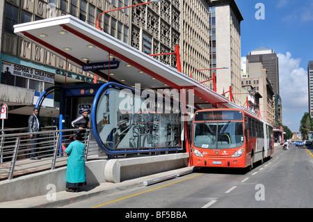 modern city bus system rea vaya bus rapid transit system brt stock photo 26548924 alamy. Black Bedroom Furniture Sets. Home Design Ideas