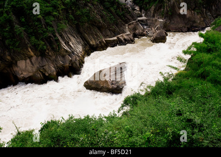 Tiger Leaping Gorge on Golden Sands River, Zhongdian County, Yunnan Province, China - Stock Photo