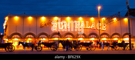 England, Lancashire, Blackpool. Hackney Carriages outside the Fun Palace amusement arcade on the Golden Mile. - Stock Photo