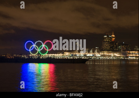 olympic rings in Vancouver bc at night - Stock Photo