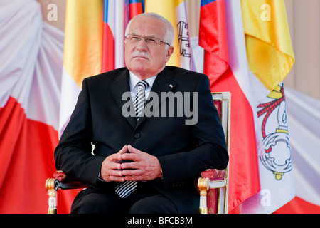 The Czech President Vaclav Klaus during the welcome ceremony at the Prague Airport, Czech Republic, 26 September - Stock Photo