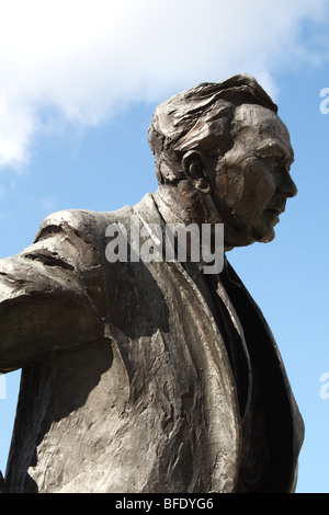 Harold Wilson bronze sculpture outside Railway Station St Georges  Square Huddersfield by Ian Walters sculptor - Stock Photo
