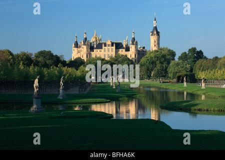 Schloss Schwerin und barocker Schlossgarten, einbezogen in die Bundesgartenschau 2009 in Schwerin, Mecklenburg-Vorpommern - Stock Photo