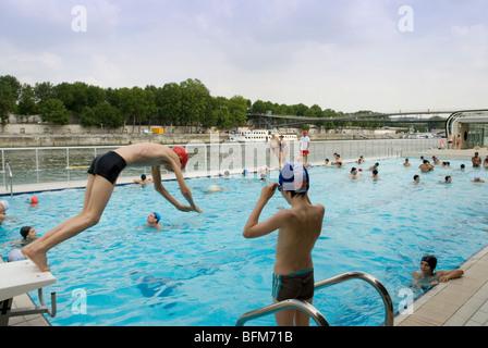 Floating pool piscine josephine baker on the left bank for Josephine baker pool