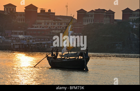 Boat Trip on the River Hooghly, Kolkuta, West Bengal, India - Stock Photo