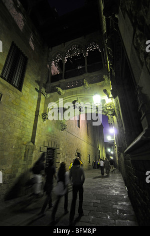 The gothic bridge in Carrer del Bisbe in the Barri Gotic neighbourhood of Barcelona, Spain - Stock Photo