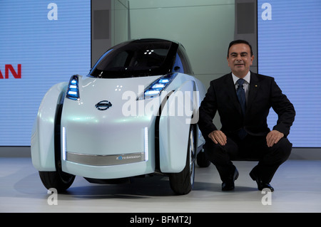 Carlos Ghosn Ceo Of Nissan Presents The New Nissan Land Glider At