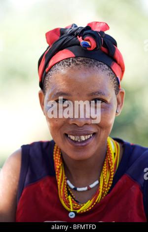 Namibia, Bushmanland. Portrait of a San (Bushman) woman at Nhoqma village (pronounced //Nhoq'ma) near Tsumkwe - Stock Photo