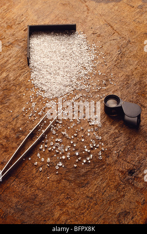 Magnifying glass diamond tweezers - Stock Photo
