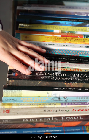 Secondhand paperback books book stall market for sale customer browsing - Stock Photo
