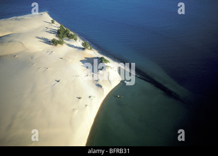 Aerial view of Southern tip of Bazaruto Island with two boats on the shore - Stock Photo