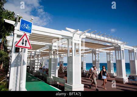 Cycle track and pedestrians, Promenade des Anglais, Nice, Provence, France - Stock Photo