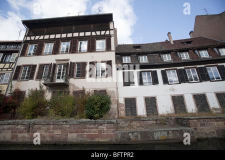 Building rue du bain aux plantes strasbourg bas rhin for Rue du miroir strasbourg