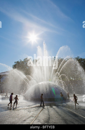 People playing in and around The International Fountain in the Seattle center, Seattle, WA, USA. - Stock Photo