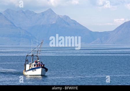 Fishing Vessel DE35 Tamaralyn fishing the Inner Hebrides