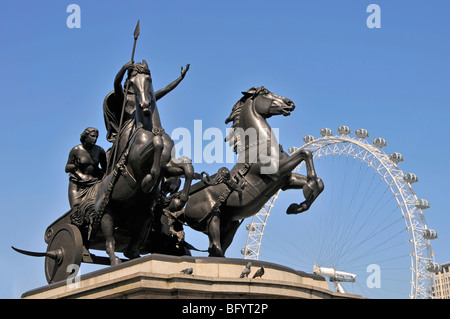 Statue of Queen Boudicca with part of the London eye ferris wheel - Stock Photo