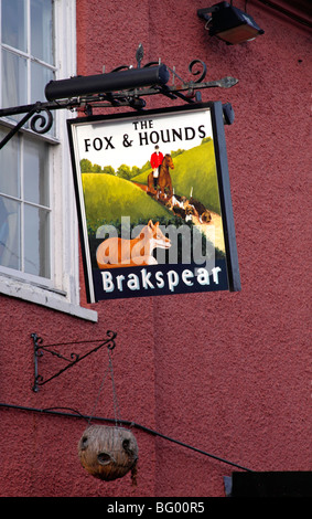 The Fox and Hounds Pub sign Watlington Oxfordshire - Stock Photo