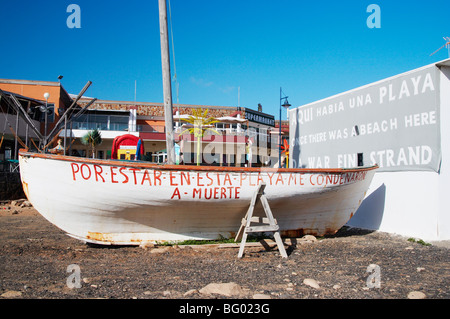 Protest banner on side of last old house standing near Rubicon marina, Playa Blanca on Lanzarote in the Canary Islands. - Stock Photo