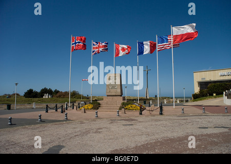 Memorial to General de Gaulle's landing shortly after D Day at Courseulles by the beach code named Juno June 1944 - Stock Photo