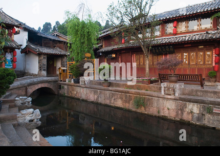 Traditional riverside architecture in Lijiang Old Town, Lijiang, UNESCO World Heritage Site, Yunnan Province, China, - Stock Photo