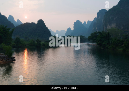 Sunset over karst limestone scenery on the Li river (Lijiang) in Yangshuo, near Guilin, Guangxi Province, China, - Stock Photo