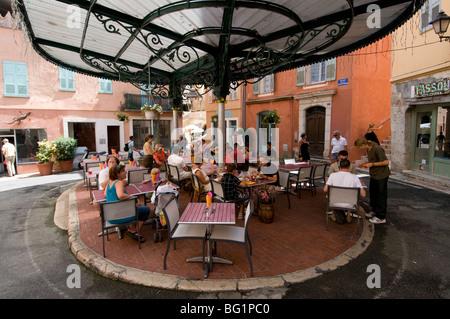 Outdoor cafe in Place de la Poisonnerie, Grasse, Alpes-Maritimes, Provence, France, Europe - Stock Photo