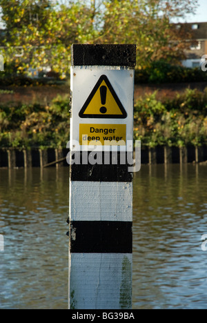 Danger deep water sign on post in water - Stock Photo