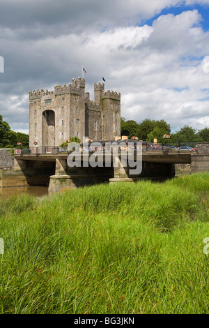 Bunratty Castle, County Clare, Munster, Republic of Ireland, Europe - Stock Photo