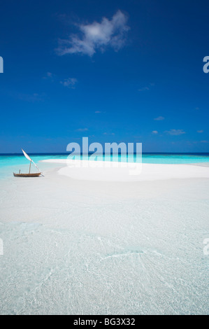 Dhoni and sand bank, Male Atoll, Maldives, Indian Ocean, Asia - Stock Photo