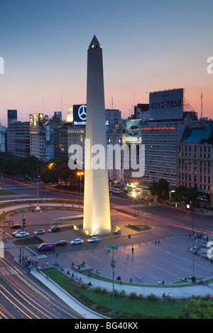 Argentina, Buenos Aires, El Obelisko, Plaza de la Republica, and Avenida 9 de Julio, symbol of Argentina, evening - Stock Photo