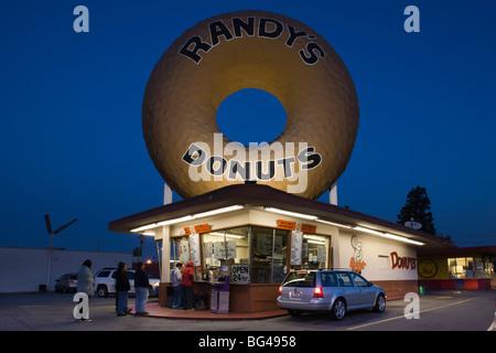 USA, California, Los Angeles, Inglewood, Randy's Donuts, donut shop, dawn - Stock Photo