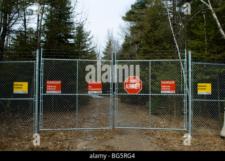 Sinage on a chain link fence declaring no trespassing. - Stock Photo