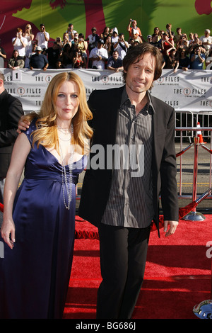 GILLIAN ANDERSON DAVID DUCHOVNY THE X-FILES: I WANT TO BELIEVE WORLD PREMIERE GRAUMANS CHINESE HOLLYWOOD LOS ANGELES - Stock Photo